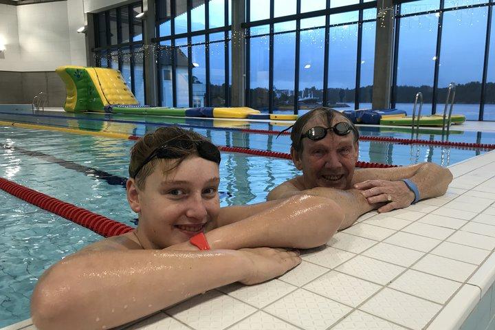 Austevollbadet svømmere Peder og Kåre